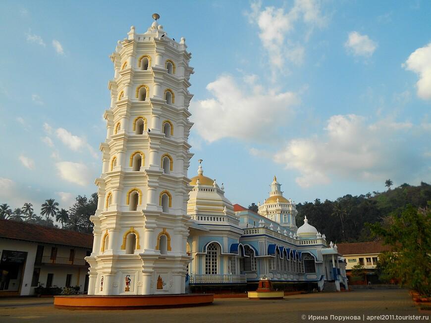 Новый индуистский храм в Гоа.