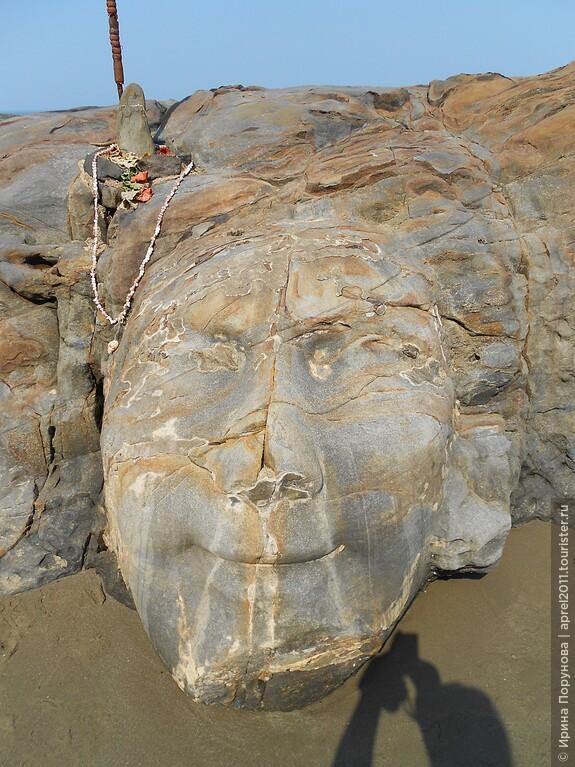 Лицо Шивы, пляж Вагатор.