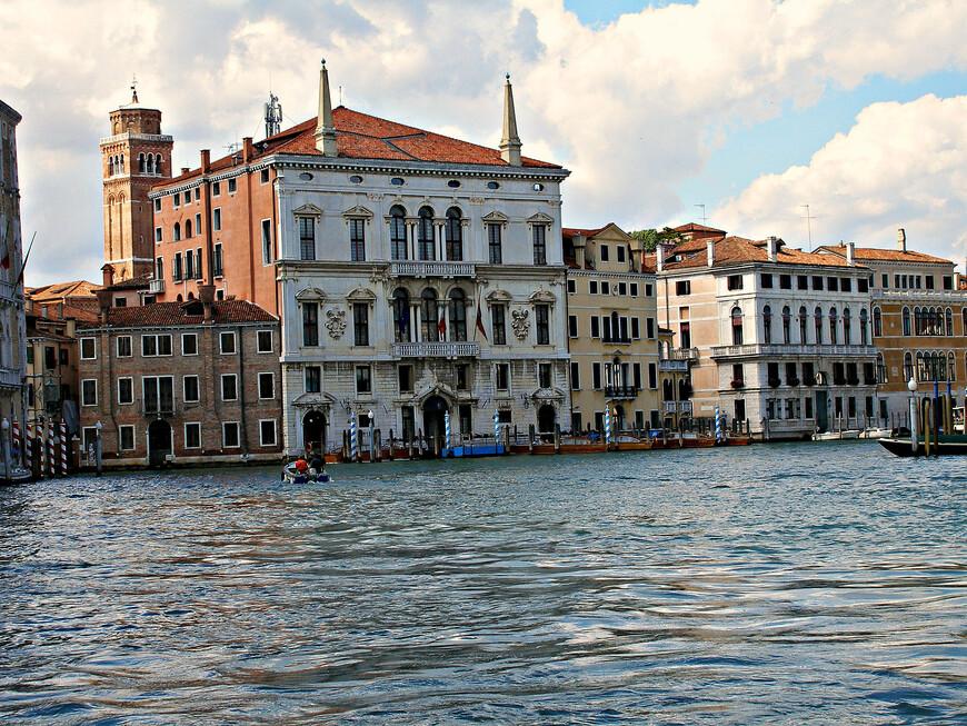 Палаццо Бальби. Еще один знаменитый дворец XVI в. Сейчас здесь размещается резиденция правительства региона Венето и регионального совета.