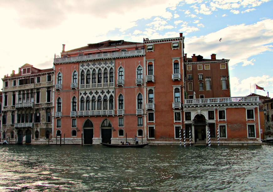 """Палаццо Пизани-Моретта. Дворец XV века, построенный в готическом """"цветочном"""" стиле."""