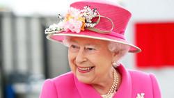 Туристка из Рязани отправилась в Великобританию лично поздравить королеву с юбилеем