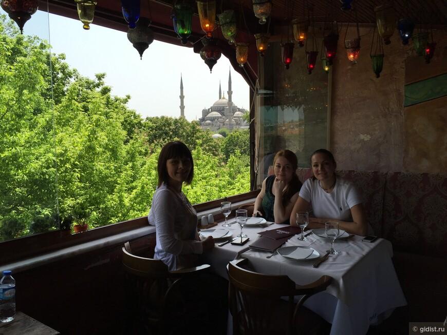 Любимом ресторане голодными туристками