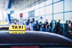 В аэропортах Москвы появятся электронные очереди на такси