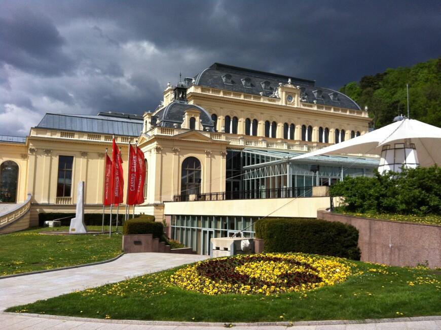 Для молодых и азартных, активных и веселых — казино в Бадене, первое и самое крупное в Австрии. Расположено в великолепном Дворце Конгрессов, предлагает большой выбор развлечений, о также ресторан для гурманов Do&Co. Среди вечерних развлечений также дискотеки и бары.