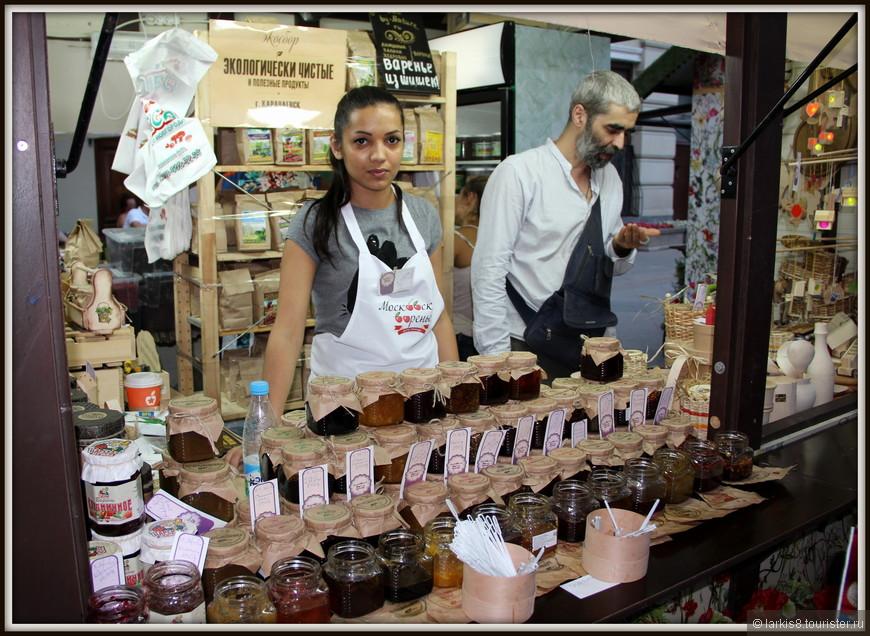 Очень внимательные продавцы  предлагали продегустировать действительно необычные и вкусные варенья.