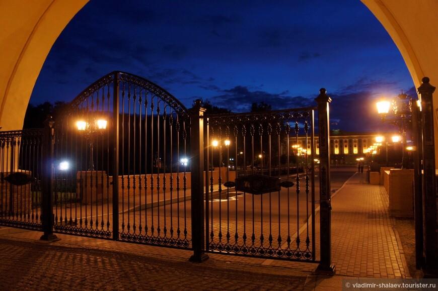 Воскресенская арка. Арка расположена в западной части Кремля и является центральным входом в Кремль.