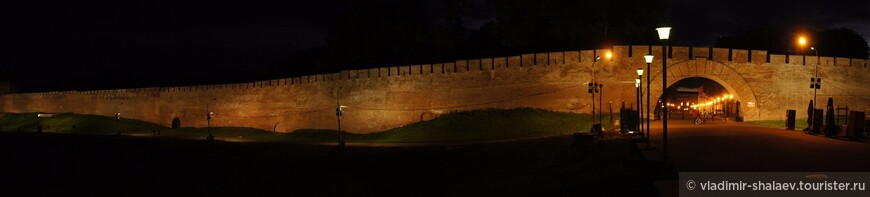 Восточная стена Новгородского кремля.