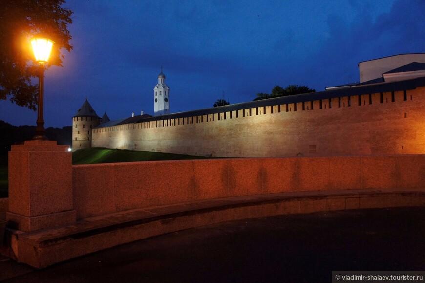 Северо-западная стена Новгородского кремля.