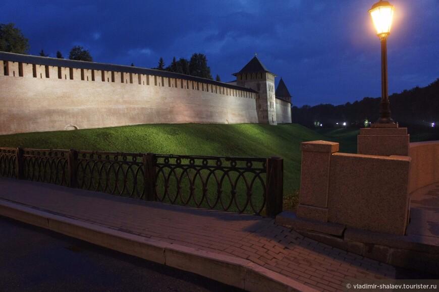 Западная стена Новгородского кремля.