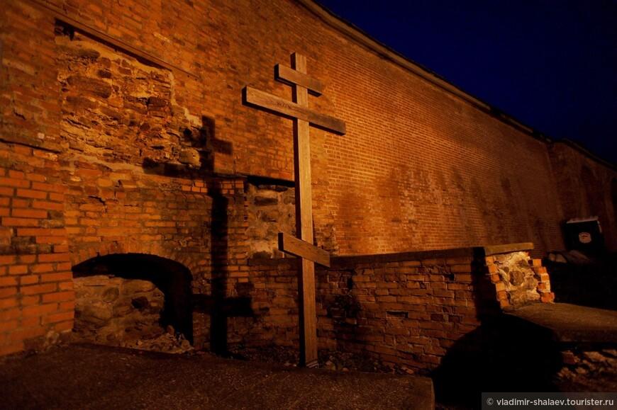 Руины Владимирской привратной церкви.
