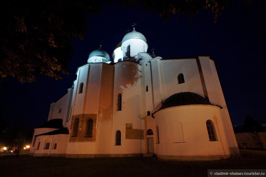 Софийский собор от  здания духовного училища.