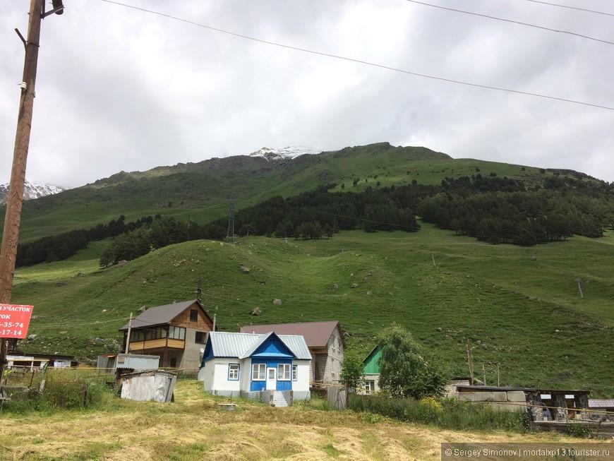 Вид на горы из поселка Терскол