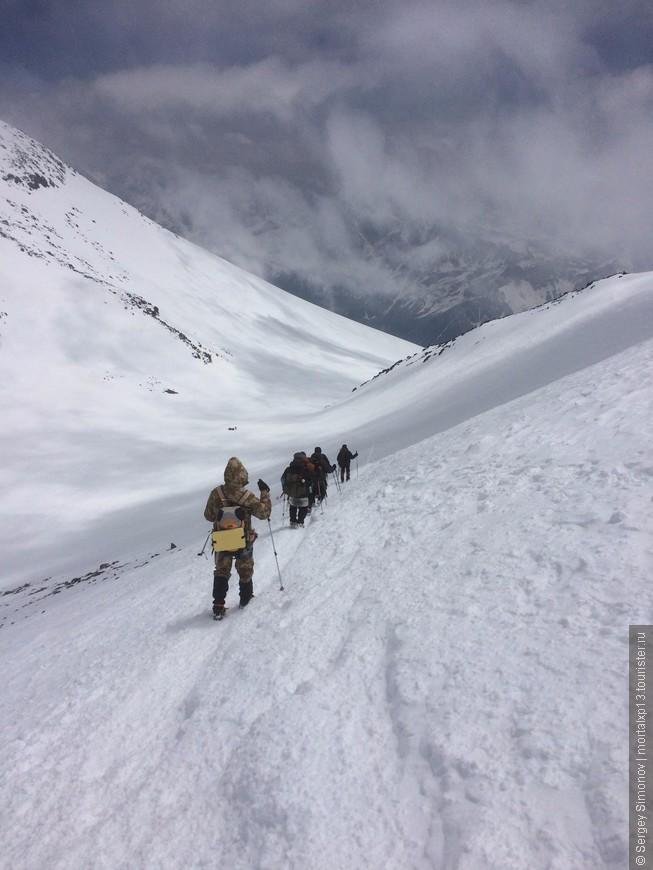 Спуск с вершины Эльбруса