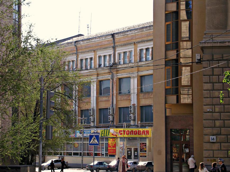 Здание центрального универмага, где располагался штаб Паулюса.