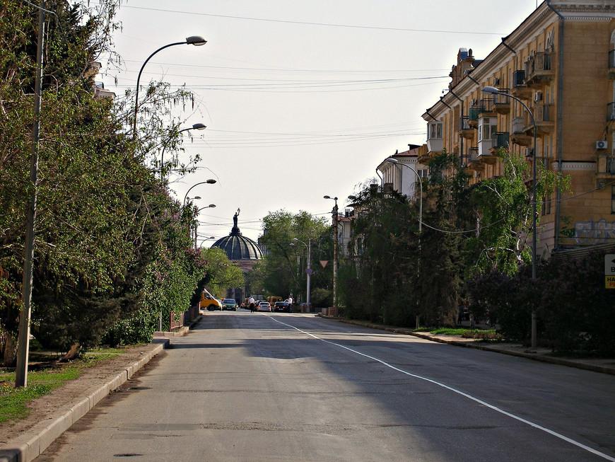 Улица Мира ведет к планетарию.