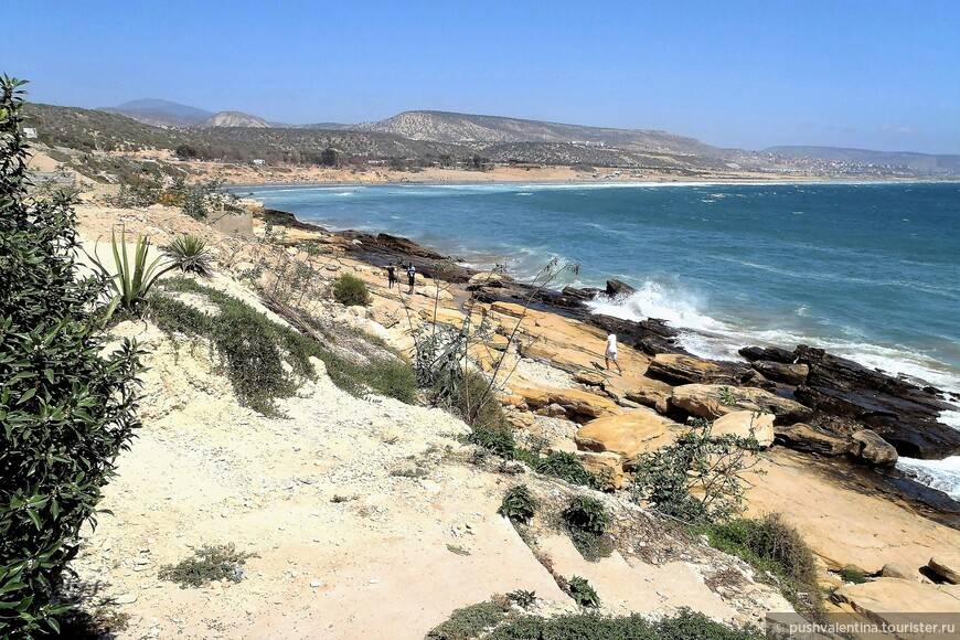 Пляж Тагазут (издалека).