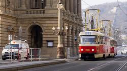 Машинист пражского трамвая охотился на покемонов за рулём