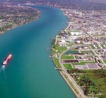 Во время сплава по реке 1500 граждан США случайно попали в Канаду