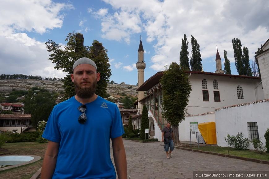 на заднем фоне мечеть