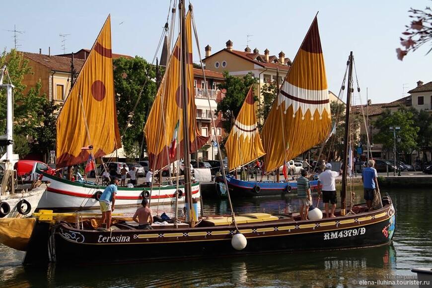 """Эти традиционные  венецианские лодки """"Трабаколи"""" удивительно хороши и радостны. Вы можете увидеть их в Градо-городке  первых венецианцев."""