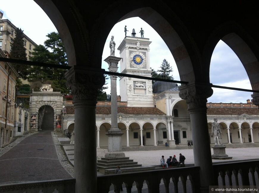 Площадь  Свободы в Удине. Вид из лоджии Лионелло.