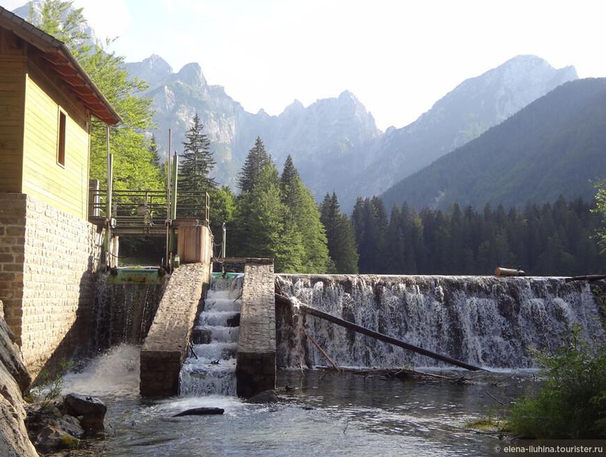 Альпийские озера  обязательны к посещению.  Цвет воды не передать  на фото. Озера местами лазурные, местами темно- зеленые.  Глаз радуется, душа поет - дивное состояние.