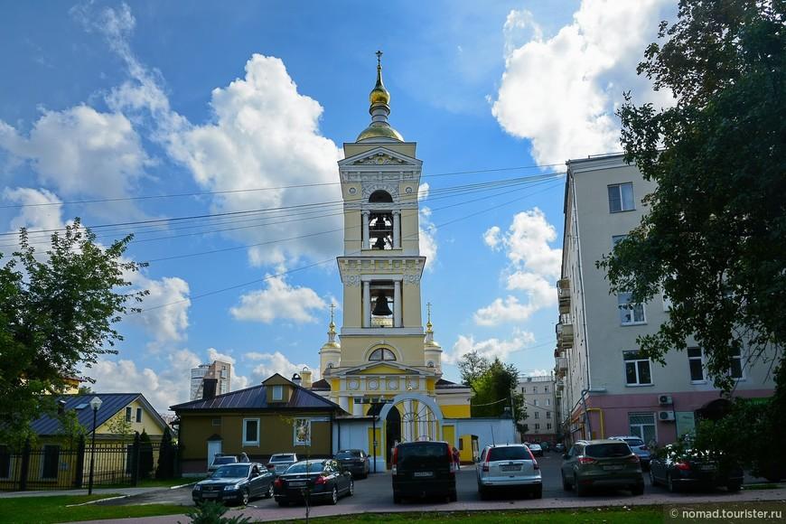 Собор Троицы Живоначальной в Подольске, вид с Соборной площади