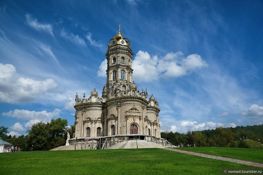 Однако уже годом позже, царь вызвал Голицына в Москву и пожаловал ему боярское достоинство. Говорят, что именно в знак примирения с царем князь решил воздвигнуть этот храм.