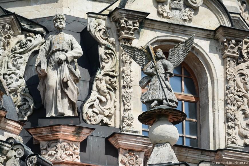 Настойчивый Голицын все-таки вызвонил царя, и на освящении присутствовал Петр I, его сын царевич Алексей, а так же прочие официальные лица. Освящение церкви отмечалось по-русски широко, торжества по этому поводу продолжались целую неделю и на них пригласили всех местных жителей.