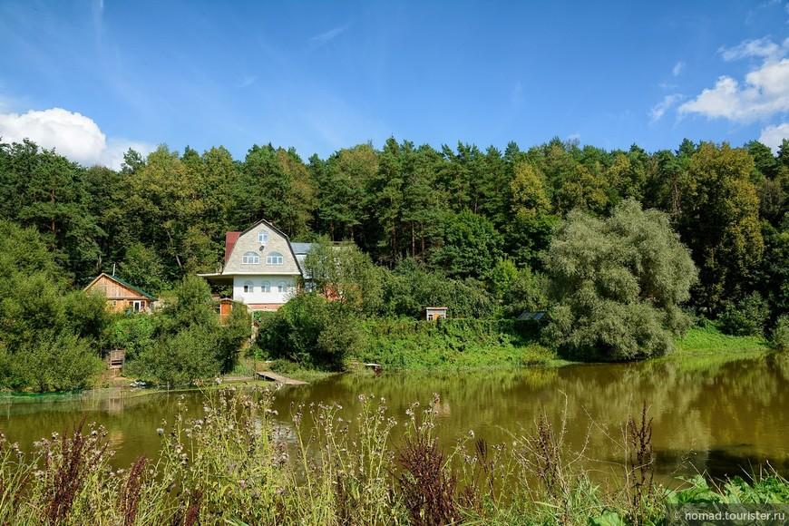 Как вам такая дачка? Лес, сад, речка, вид на церковь, до столицы пара десятков километров... )))