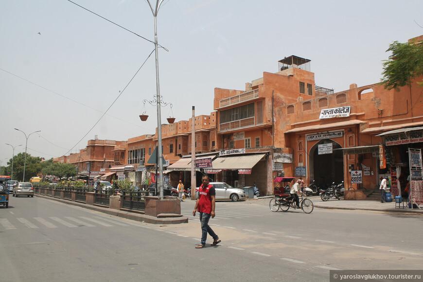 Так выглядит обычная джайпурская улица.
