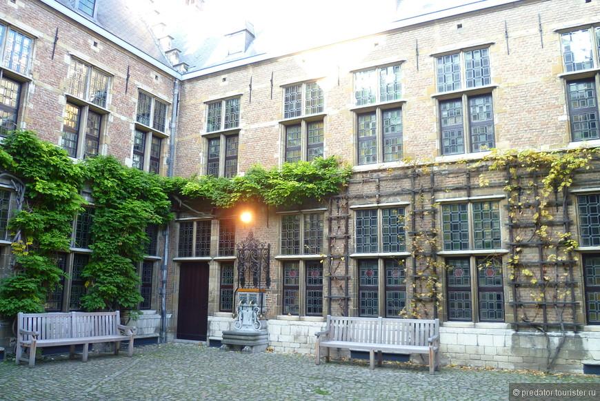 Свой дом знаменитый фламандский художник Питер Пауль Рубенс приобрел в 1610г. после своей женитьбы и прожил здесь до самой смерти (1640г.)