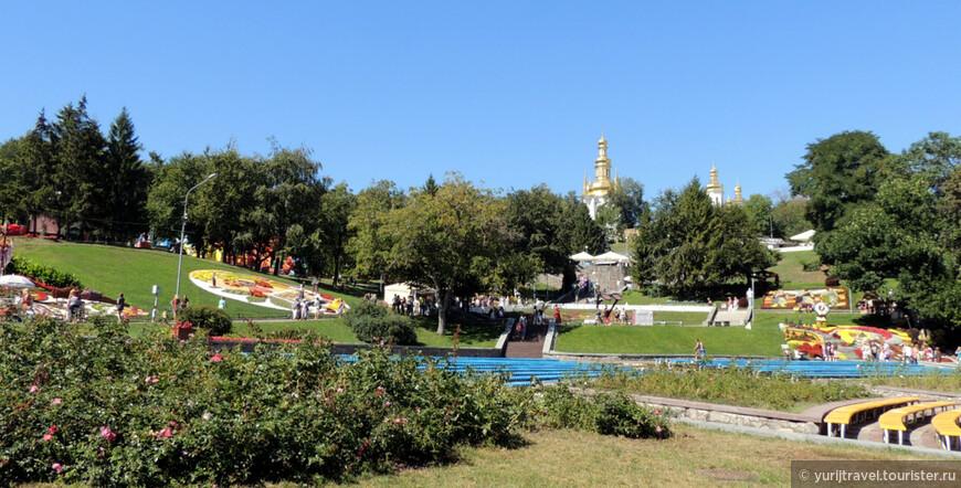 Певчее поле находится по соседству со Свято-Успенской Киево-Печерской Лаврой