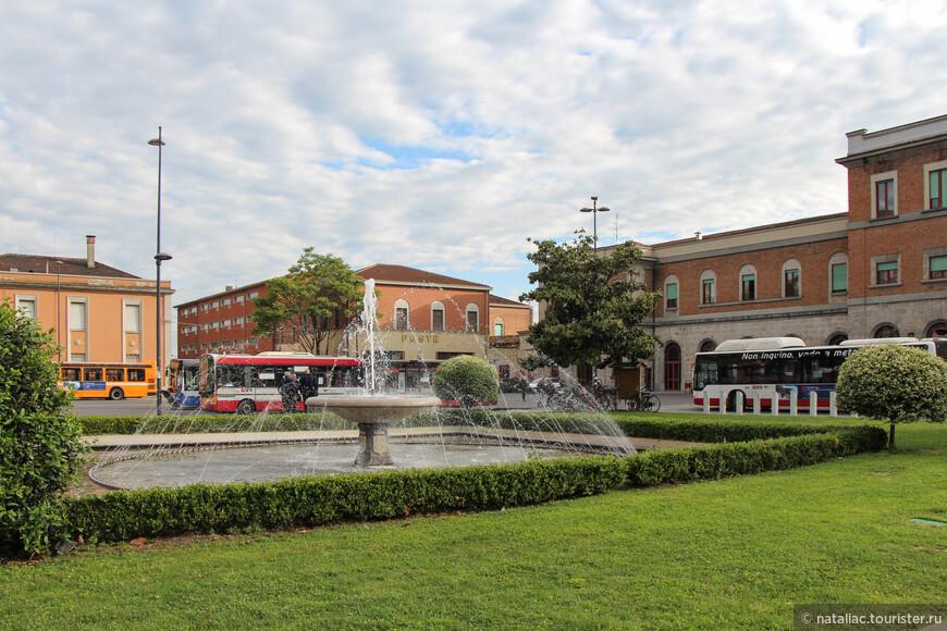 Привокзальная площадь Guglielmo Marconi.