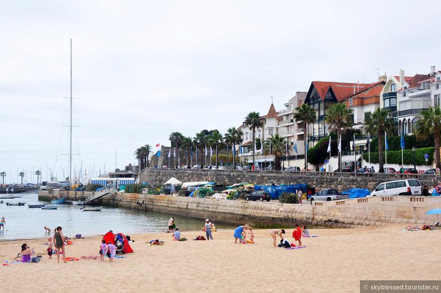 а это уже Кашкайш. погода улучшалась, народ собирался на пляже.