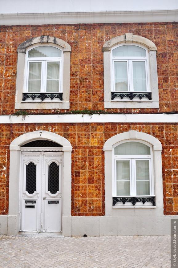 плиточные домики, старинные массивные двери - такой вот сказочный Кашкайш.