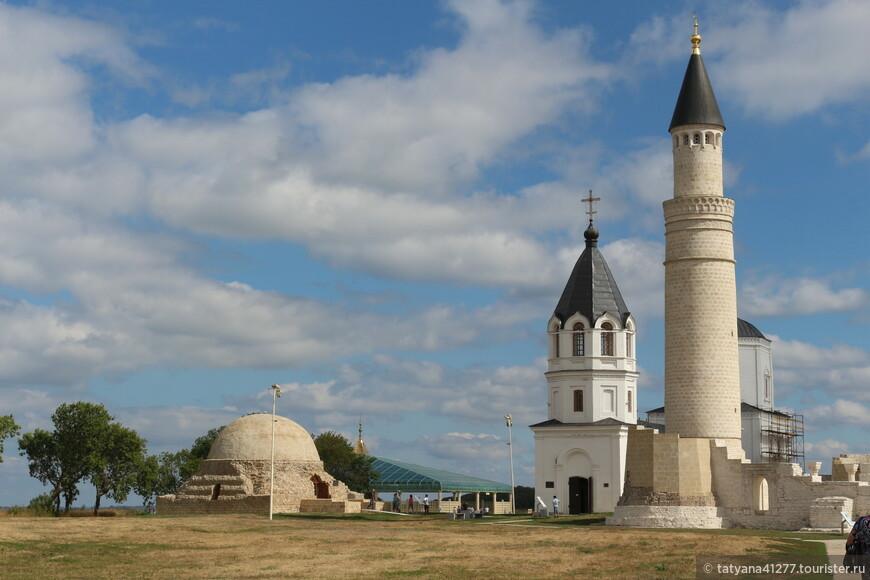 Когда-то город Болгар был политическим , экономическим и культурным центром Волжской Болгарии. Здесь развивались ремесла -чёрная  и цветная металлургия, металлообработка, гончарное, ювелирное, резьба по кости.