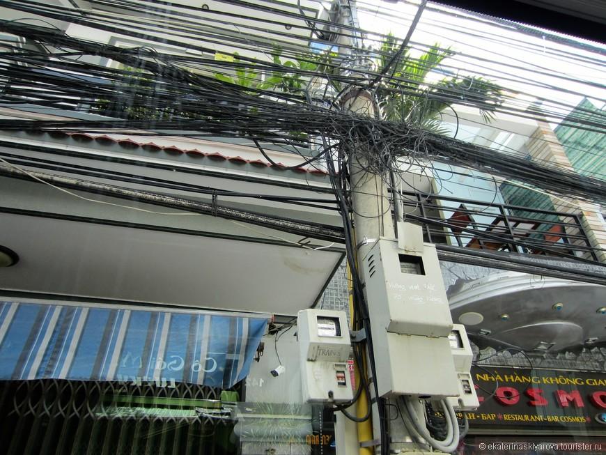 Так натянуты провода по всему городу. Зачем убирать старые, если можно просто добавить новых.