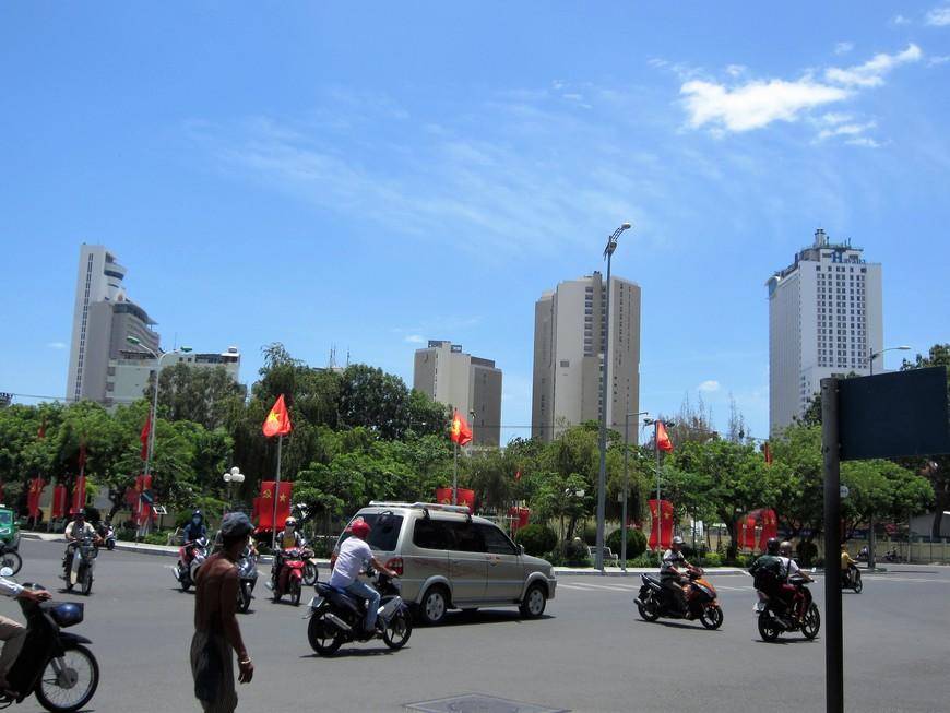 Вьентам - социалистическая республика. Иногда улицы города напоминали Советский Союз.