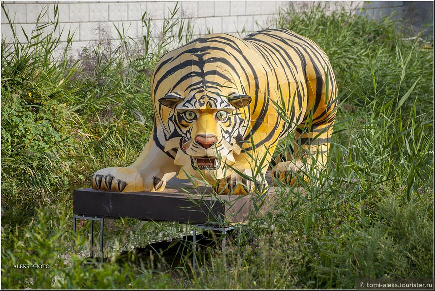Когда начинаешь задумываться над смыслом скульптур - открываешь для себя много нового. Для корейцев тигр - один из символов страны, как, например, медведь для россиян. Тигр является героем многих корейских сказок. Поэтому дети любят изображение этого животного. Символом олимпиады, которая проходила в Сеуле в 1988 году был тигренок Ходори. Наверняка, здесь мы видим сюжет из какой-то корейской сказки.