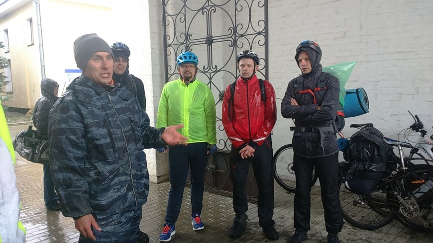 Экскурсия для велосипедистов из Санкт-Петербурга. Промокли в тот день до трусов. :)