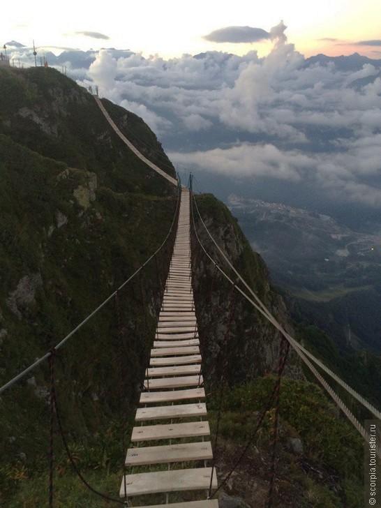 Куда сходить пощекотать нервы? Подвесной мост на высоте 2300м