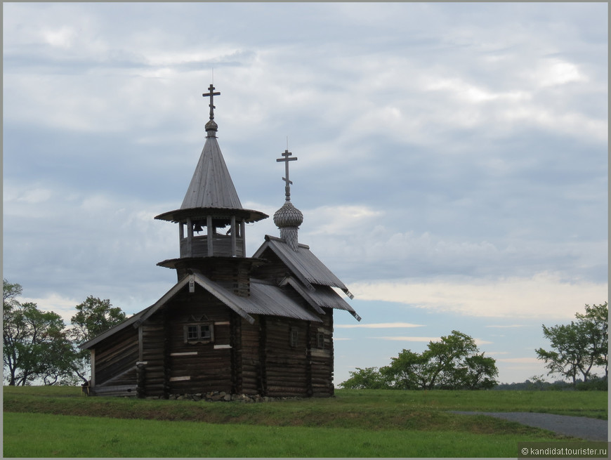 Все остальные... ну назовем, строения, были привезены из других районов. Церковь Михаила Архангела (XVII век).