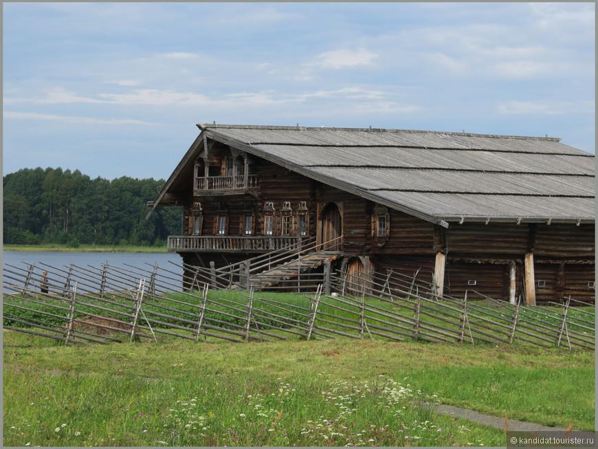 """Жилой дом (1876 г.) Ну не поверю, что это просто рядовой """"жилой дом""""....Я бы сказал - жилой дом очень """"небедного крестьянина""""... Собственно имена этих достойных людей - не тайна: Ошевнев, Елизаров, Щепин."""