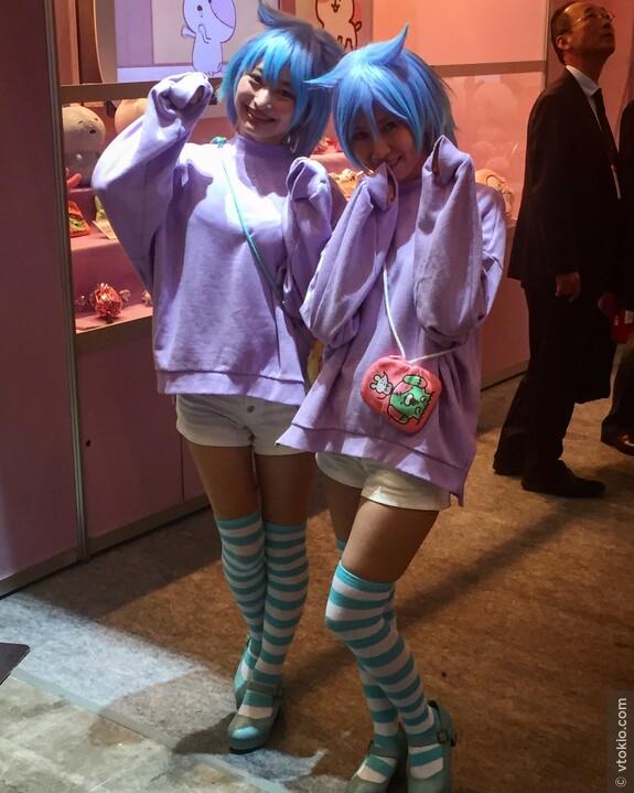 Выставка развлекательной индустрии. Представительницы компании SanRio дистрибьютера Hello Kitty