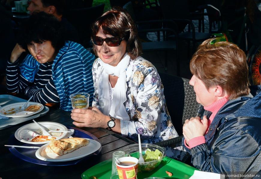 Три девицы под окном.... пили пиво вечерком... )) (Ирина пила чай! )