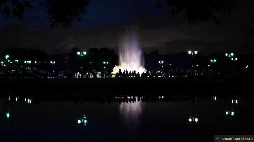 Гм... это я обнаружил сегодня в фотоаппарате.... Видимо, мы все-таки досидели до фонтанов... )))