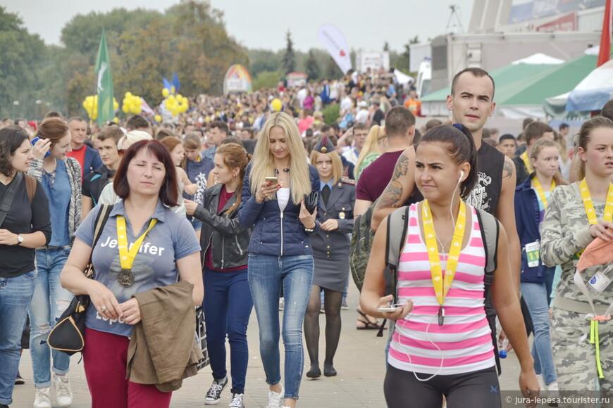 Каждому участнику забега полагалась медаль на память.Эти желтенькие ленточки -тем,кто пробежал 5.5 км.