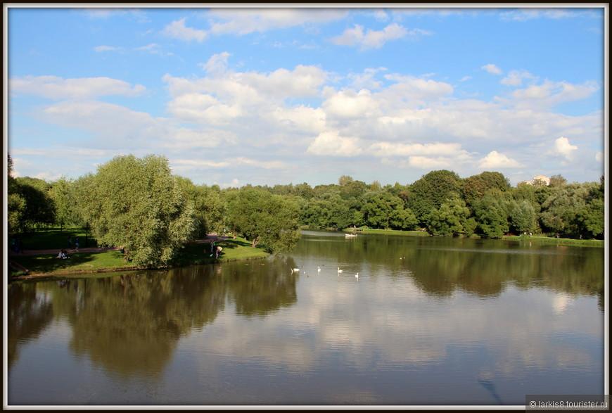 Погода была великолепная! Солнце, на пруду плавают лебеди. Я уж было устремилась на лебединую охоту, но вовремя одумалась, время поджимает!!!