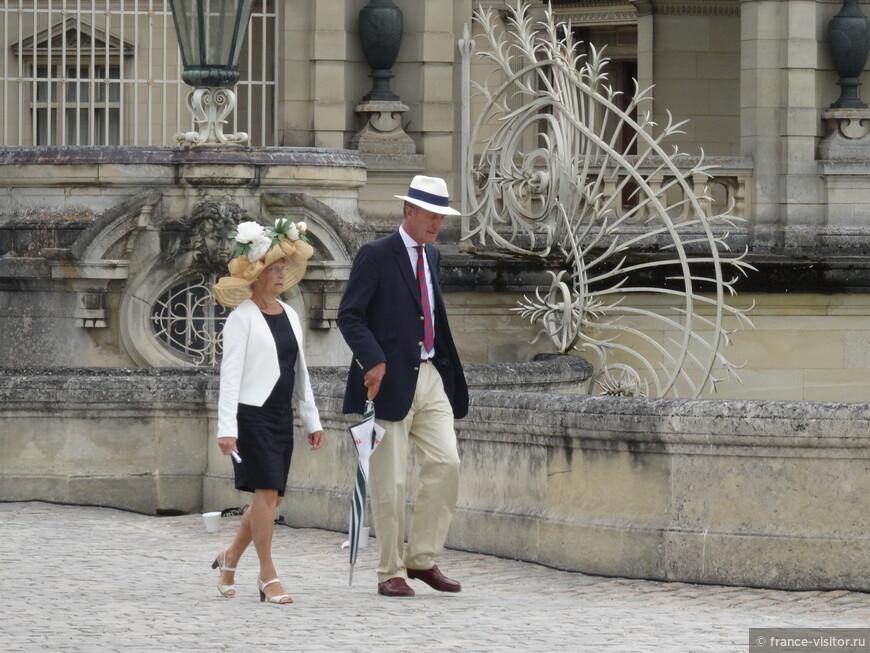 Граф и графиня Де Монтсоро выходили из замка...